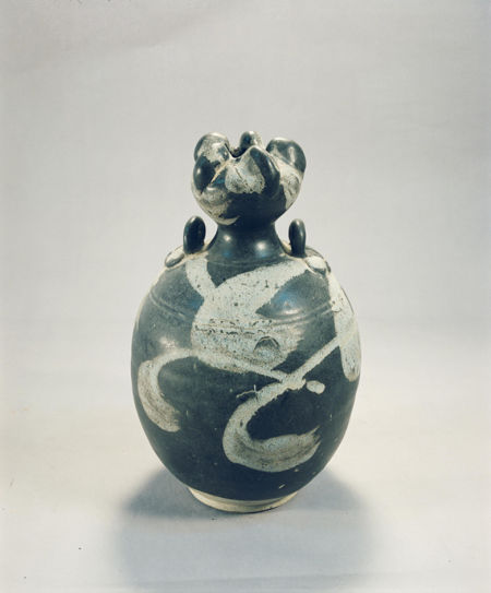 河南博物院藏花釉蒜头壶:斑斓多变的釉色