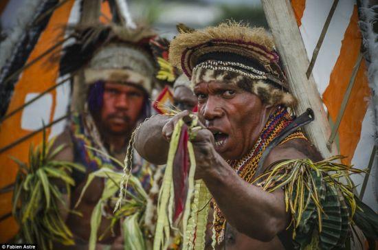 法摄影师聚焦世界最大部落集会