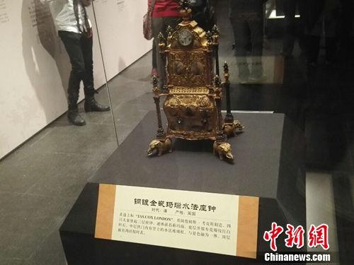 颐和园藏清宫钟表展出 含铜镀金嵌玛瑙水法座钟